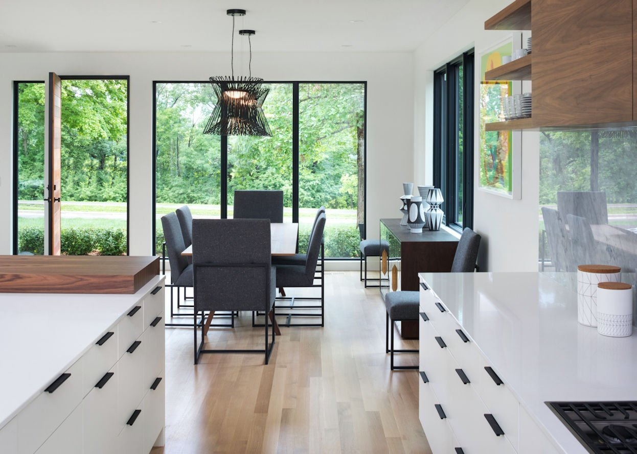 Mississippi Modern-style dining room